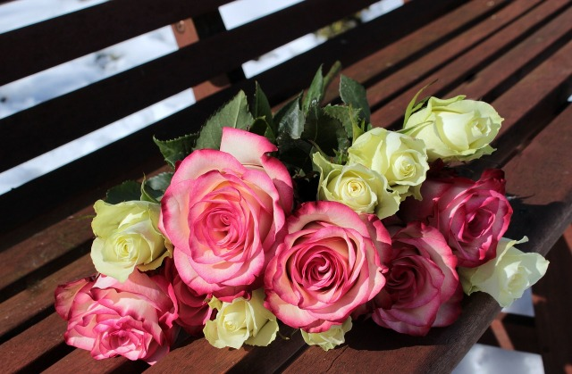 bouquet-of-roses-1246490_1280.jpg
