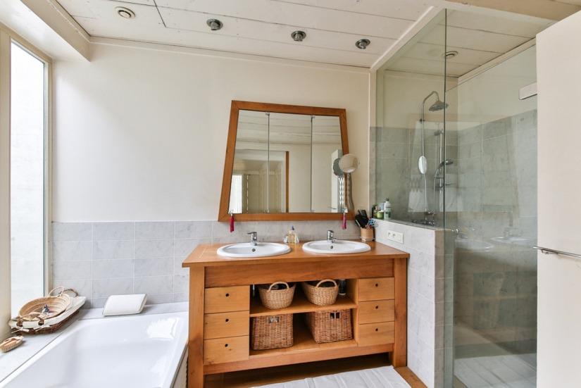 bathroom-2132342_1280.jpg